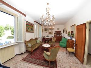La Regina Di Lucca - Casa Artisti 1, Апартаменты  Лукка - big - 3
