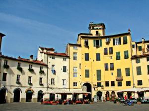 La Regina Di Lucca - Casa Artisti 1, Апартаменты  Лукка - big - 11
