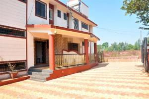3 Bedroom Bungalow with a Lawn near Mahabaleshwar, Villák  Mahabaleshwar - big - 1