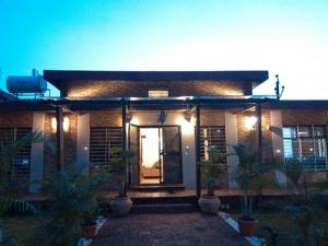 Luxury Bungalow on Mahabaleshwar-Tapola Raod, Villák  Mahabaleshwar - big - 6