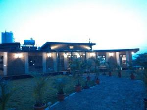 Luxury Bungalow on Mahabaleshwar-Tapola Raod, Villák  Mahabaleshwar - big - 12