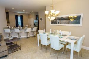 Oaktree Five-Bedroom Villa OTD, Villas  Davenport - big - 25