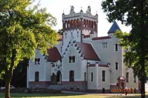 Zamek von Treskov, Отели  Strykowo - big - 24