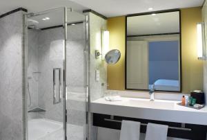 Suite mit 1 Schlafzimmer mit Kingsize-Bett und Zugang zur Lounge
