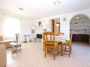 Apartments Svetlana 1307, Ferienwohnungen  Banjole - big - 5