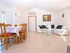 Apartments Svetlana 1307, Ferienwohnungen  Banjole - big - 36