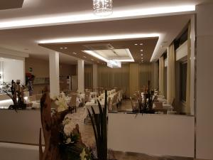 Hotel Solemare, Отели  Чезенатико - big - 16