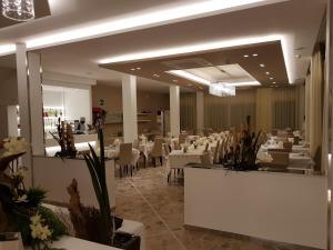 Hotel Solemare, Отели  Чезенатико - big - 17