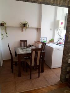 Apartment Cubrilo, Apartmanok  Bar - big - 12