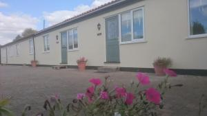 Pidley Bottom Cottages & Shepherd's Huts