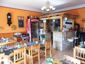 Bakonyi Apartmanház - Mókus Vendéglo Restaurant