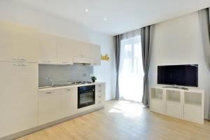 New Romantic Trastevere Apartment, Holiday homes  Rome - big - 13