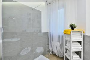 New Romantic Trastevere Apartment, Holiday homes  Rome - big - 11