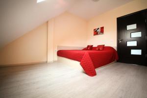 Sintria Court Apartments, Apartmanok  Balcsik - big - 13