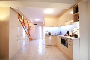 Sintria Court Apartments, Apartmanok  Balcsik - big - 21