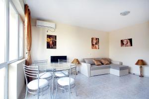 Sintria Court Apartments, Apartmanok  Balcsik - big - 9