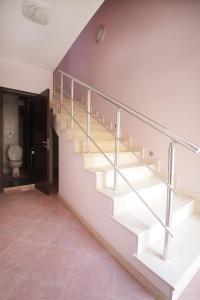 Sintria Court Apartments, Apartmanok  Balcsik - big - 33