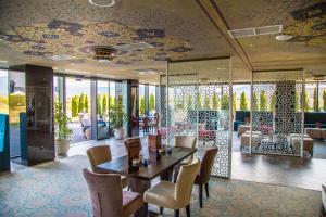 Malak Regency Hotel - фото 8