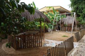 China Town Guest House, Отели  Freetown - big - 30
