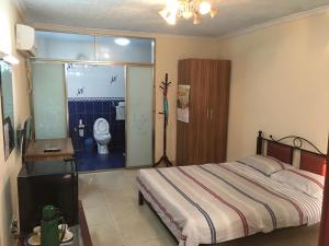 China Town Guest House, Отели  Freetown - big - 15
