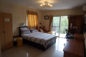 China Town Guest House, Отели  Freetown - big - 4