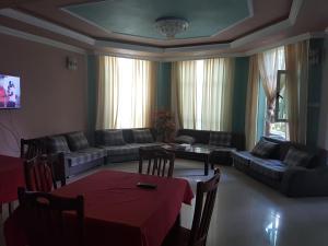 Dayonz Guest House, Vendégházak  Nefas Silk - big - 6