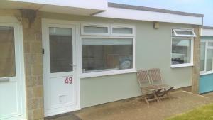 49 Sandown Bay Holiday Centre, Chalets  Sandown - big - 1