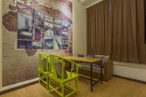 Is Group Wisdom Apartment Hanxichanglong Metro Station