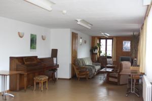 Centre Chrétien La Grange, Guest houses  Auberson - big - 68