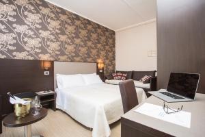 Hotel Lalla - Beauty & Relax, Отели  Чезенатико - big - 11