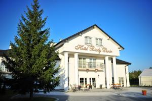 Hotel Bialy Dwór