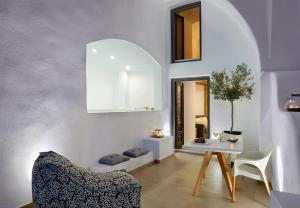 Callia Caves - Adults Only(Fira)