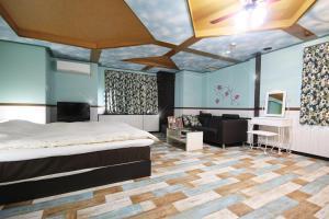 Hotel Que Sera Sera Hirano (Adult Only), Love hotels  Osaka - big - 3