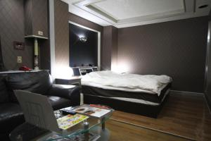 Hotel Que Sera Sera Hirano (Adult Only), Love hotels  Osaka - big - 21
