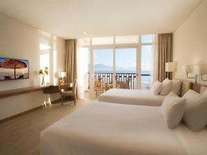 Centara Sandy Beach Resort Danang, Курортные отели  Дананг - big - 10