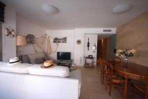 Lets Holidays Voramar Apartment, Ferienwohnungen  Tossa de Mar - big - 24