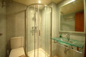 Lets Holidays Voramar Apartment, Ferienwohnungen  Tossa de Mar - big - 11