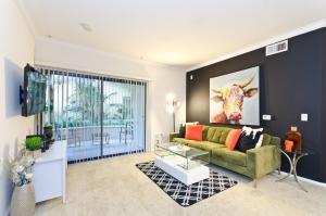 Downtown LA Luxury Palazzo Resort Style Suite