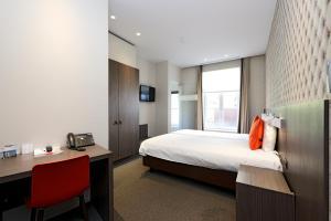 Square Hotel