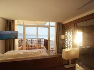Centara Sandy Beach Resort Danang, Курортные отели  Дананг - big - 3