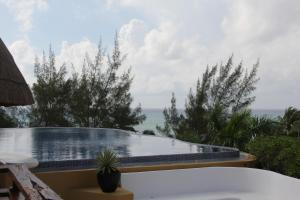 Luxury Condohotel on the Beach, Pueblito Escondido, Apartmanok  Playa del Carmen - big - 39