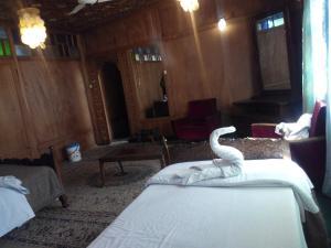 Kashmir View Houseboat, Отели  Сринагар - big - 5