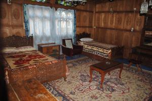 Kashmir View Houseboat, Отели  Сринагар - big - 29