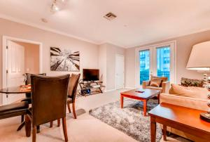 Bluebird Suites in Downtown Providence - Apartment