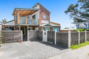 Black Dolphin Waterfront Townhouse - Bay Views