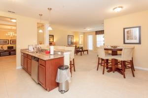 Shoreway Two-Bedroom Apartment 227, Apartmány  Orlando - big - 48