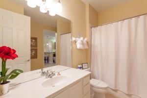 Shoreway Two-Bedroom Apartment 227, Apartmány  Orlando - big - 34