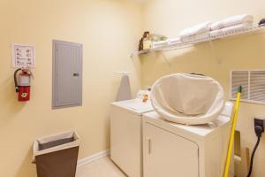 Shoreway Two-Bedroom Apartment 227, Apartmány  Orlando - big - 31