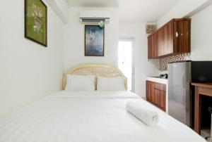 Studio Apartment Green bay Pluit @Baywalk Mall by Travelio
