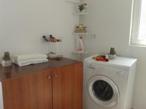 Gramvousa's Filoxenia Apartment, Apartments  Kissamos - big - 2